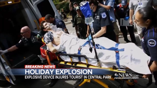 Tourist Hunded With The Holliday Explosion iatNew York